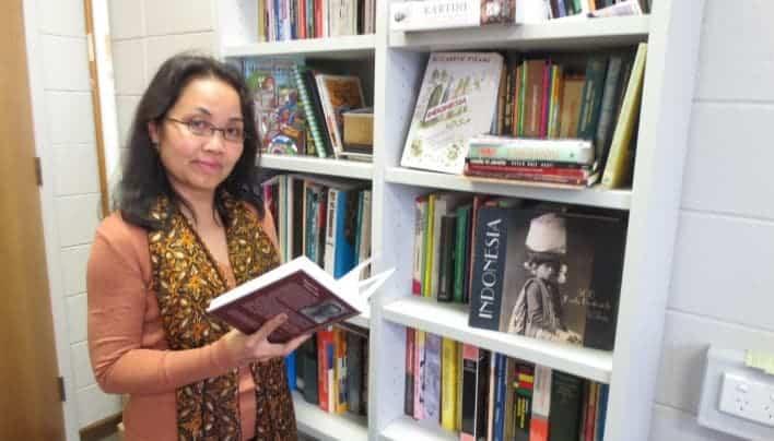 MEMBAWA IDENTITAS SEBAGAI BANGSA INDONESIA DIMANAPUN BERADA : BRINGING INDONESIAN IDENTITY TO WHEREVER YOU ARE