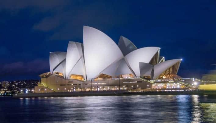 Sydney Nan Memukau Hati