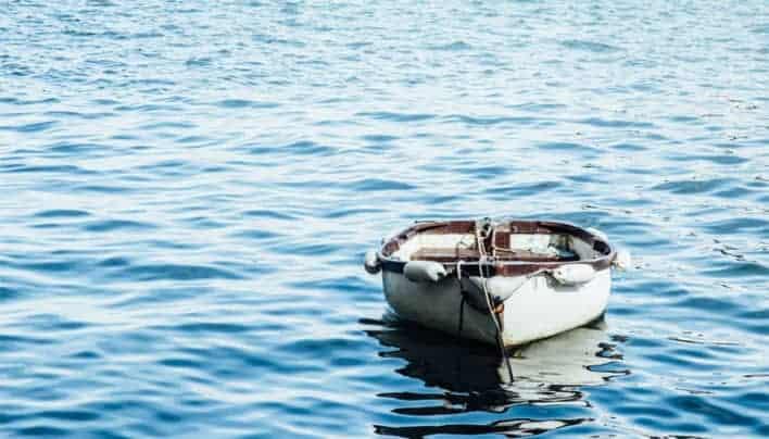 Air Tidak Hanya Mengapungkan Perahu, Tetapi Juga Mampu Menenggelamkannya