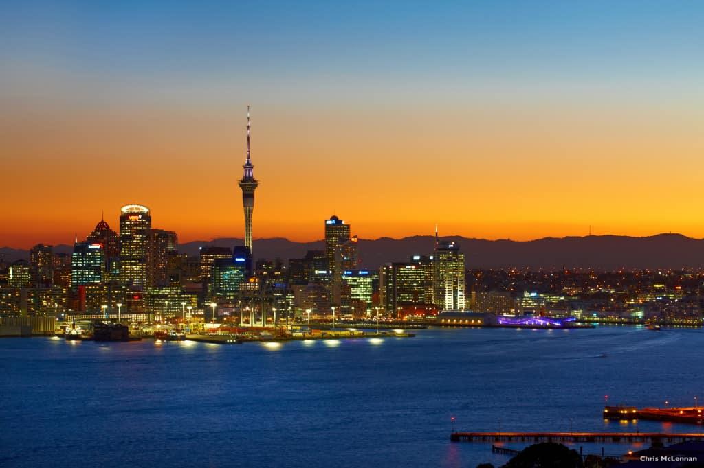 Auckland pada malam hari